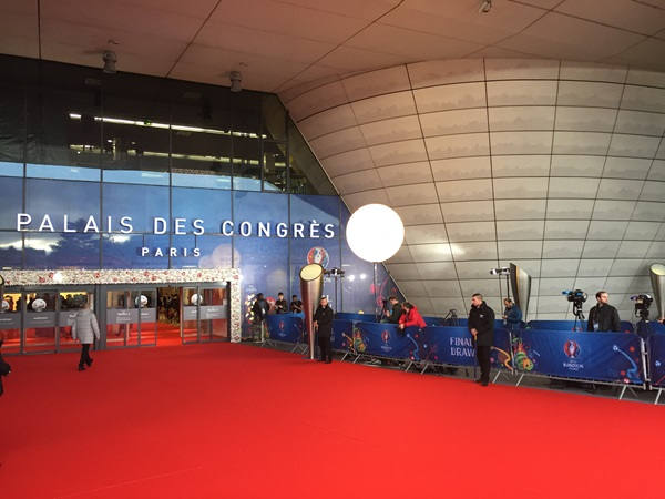 Picture of the main entrance of the palais des congrès de paris