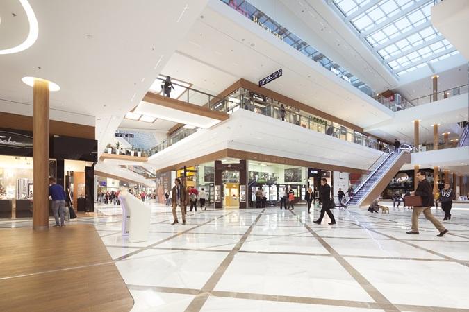 L'intérieur du centre commercial