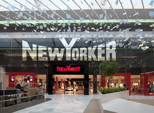 The iconic New Yorker shopfront at the Centrum Černý Most shopping centre